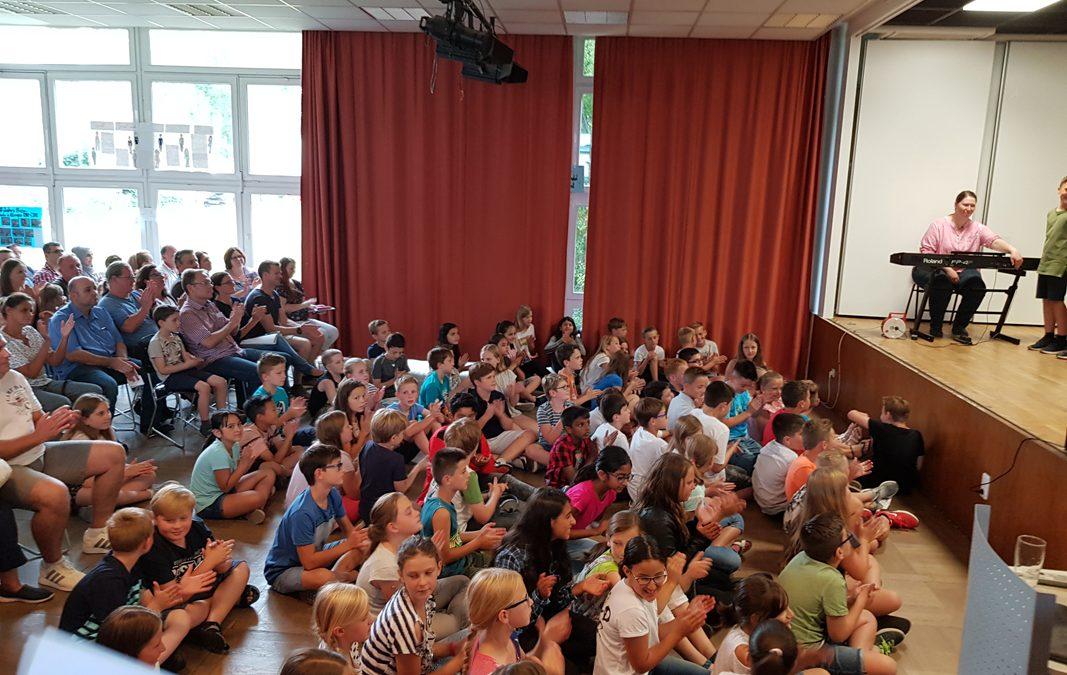 Neue Fünftklässler mit Musik am Kennenlernabend begrüßt