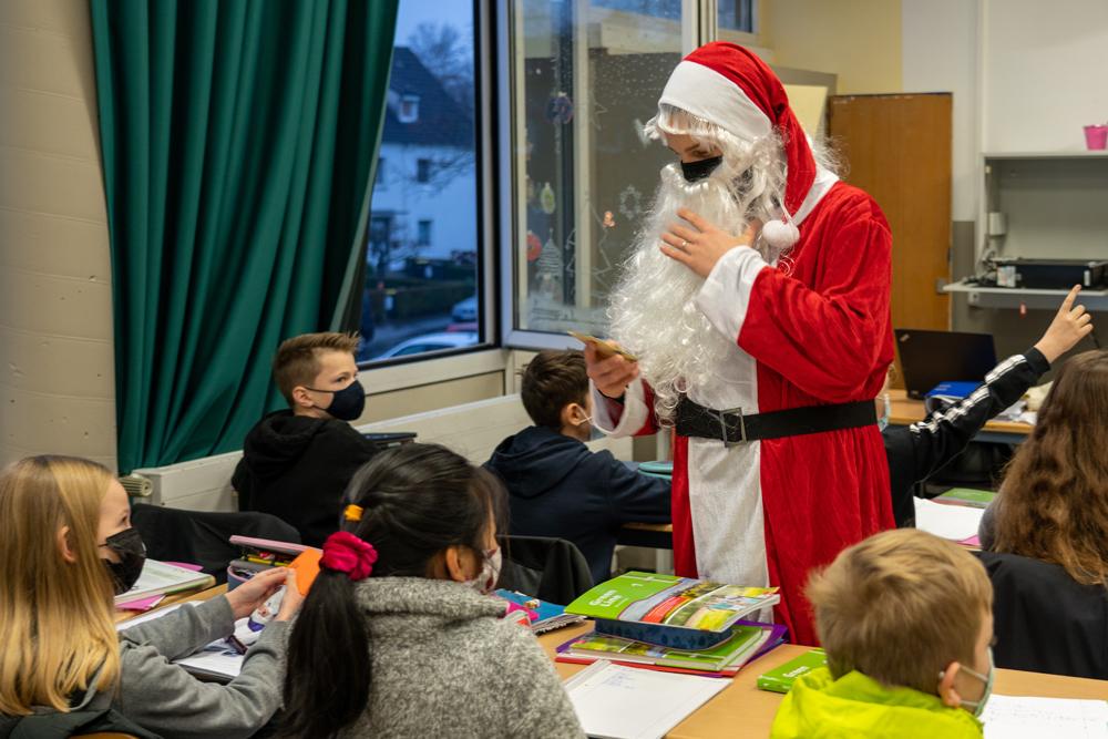 Der Nikolaus hat das EBG besucht