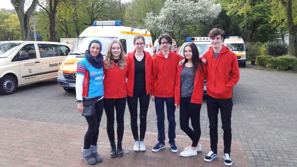 Die Schulsanitäter helfen beim Funtrail Run im Gysenbergpark mit