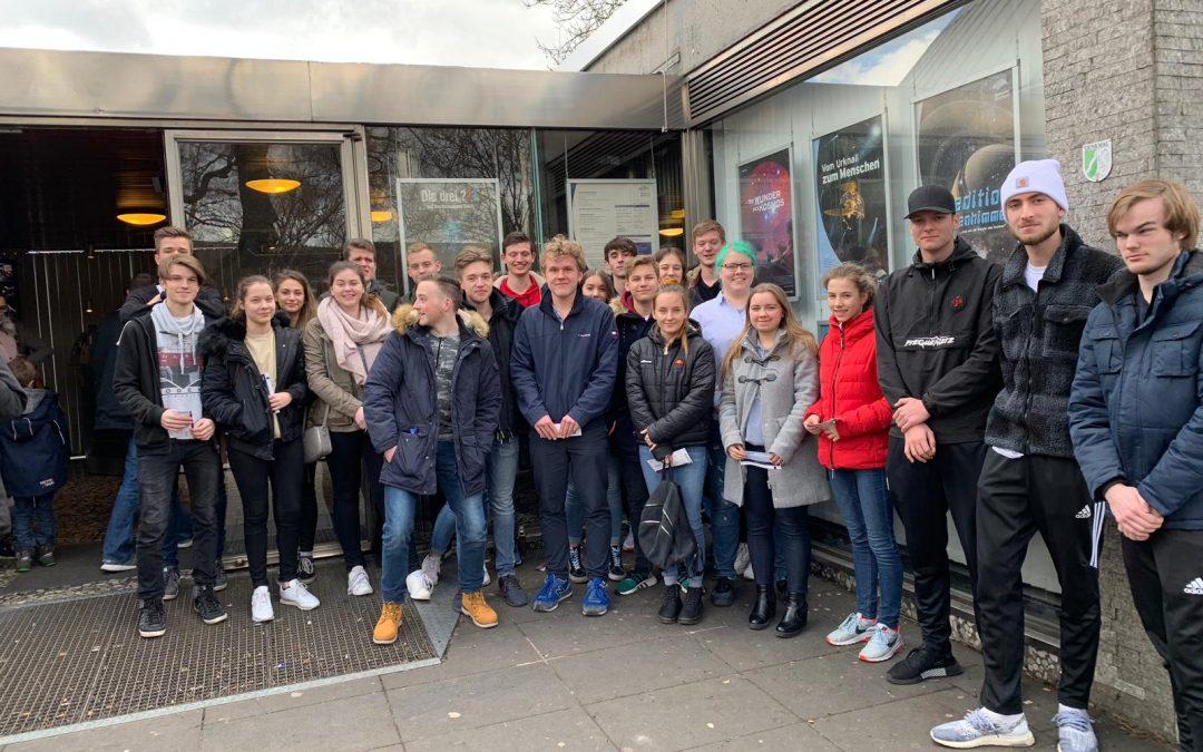 Exkursion des Physik Grundkurs der Q2 zum Planetarium in Bochum