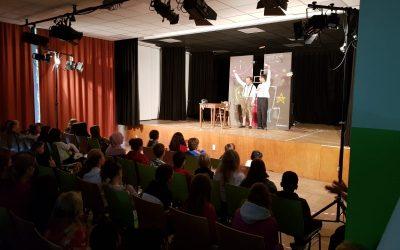 Deutsch – englisches Theaterstück sorgt für Ansturm in der Aula