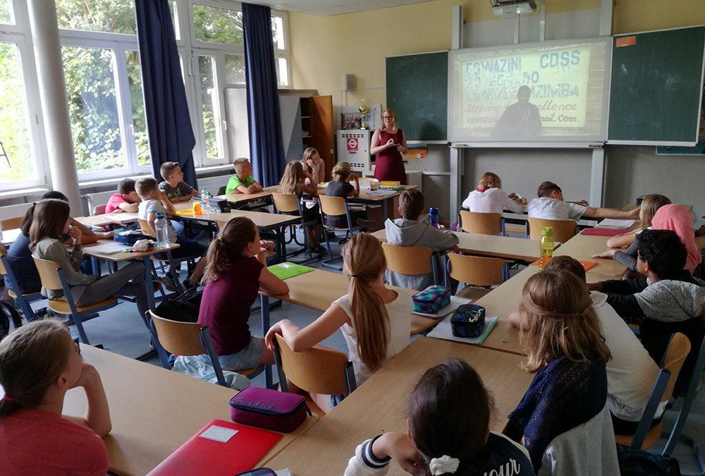 Interkulturelles Lernen in der Bilingualen Klasse 5a – Lisa Kapteinat, MdL, zu Besuch am EBG