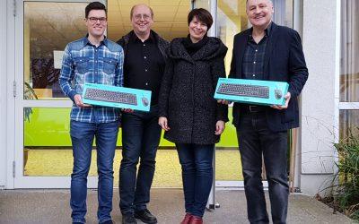 Neue Tastaturen und Mäuse für das EBG – Spende der readbox publishing GmbH